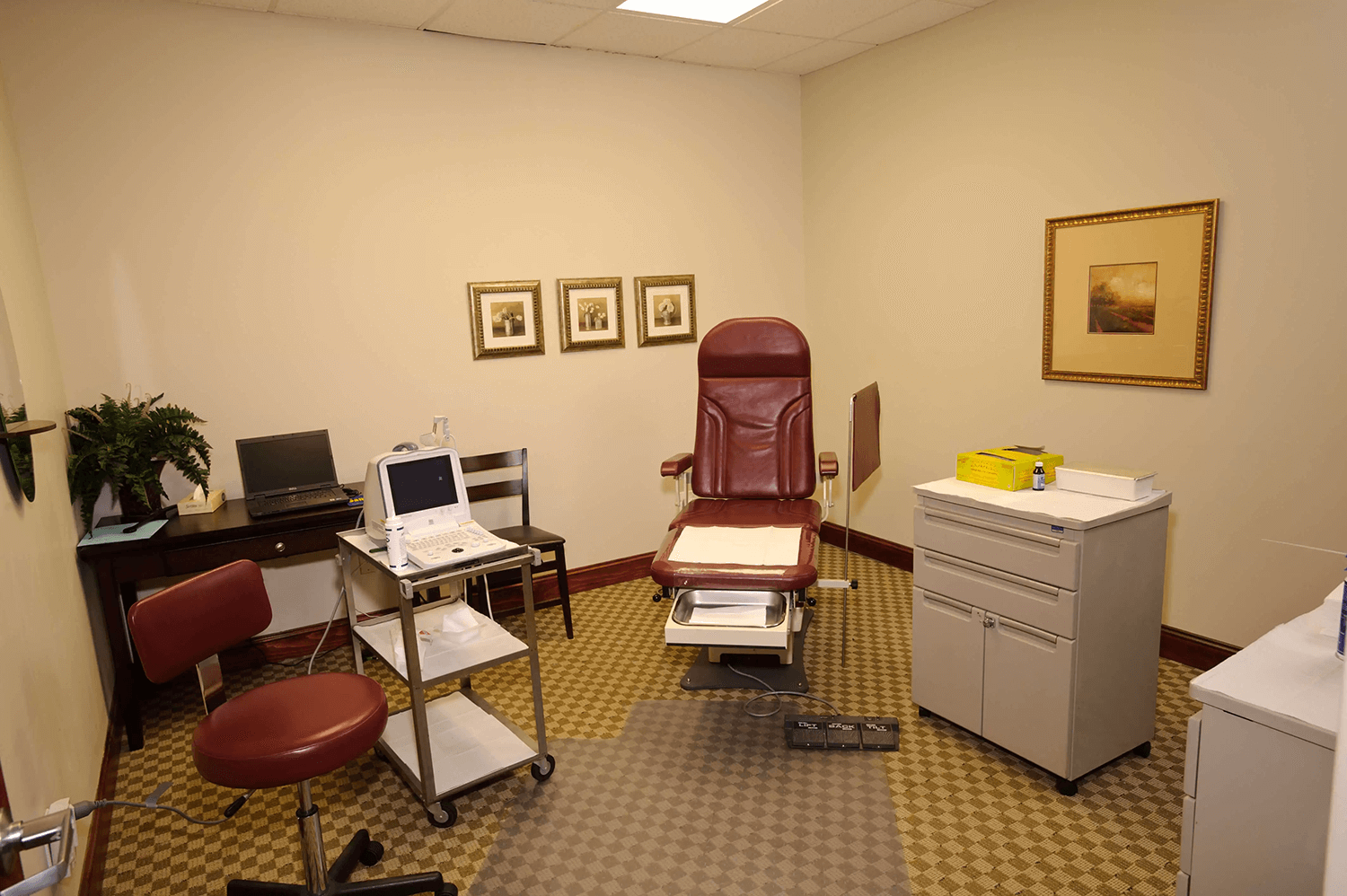 Image of exam room at Livingston Podiatry Associates